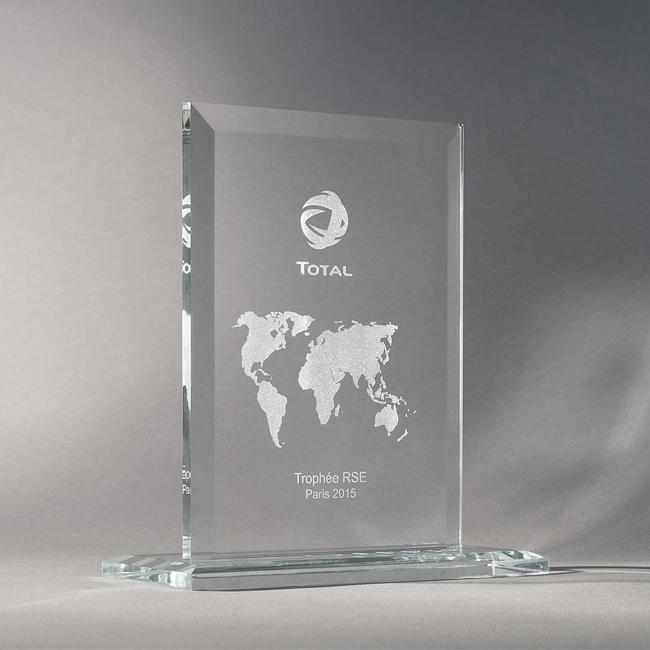 Trophée en verre gravé personnalisé